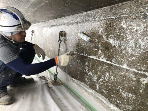 滋賀県某所にて橋梁補修を行っています。