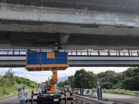 滋賀県某所にて名神高速集中工事に携わり橋梁補修、補強工事を行いました。